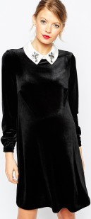 Asos svart klänning med vit krage fram1
