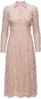 'Camille' Dress i 3D Soft Pink Ida Sjöstedt fram