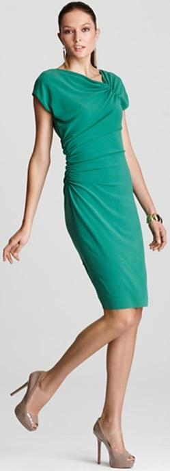 Cap Sleeve Dress i Medium Green with Ruching från Escada fram