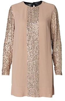 'Isalena' Embellished Dress i Desert Rouge från by Malene Birger