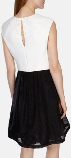 Full Skirted Dress with Floral Applique Karen Millen bak