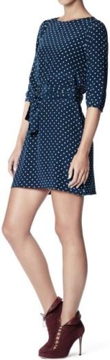 Hanna Dress i Navy-Powder Dot Greta sida