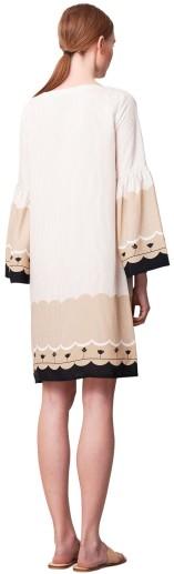 Mila Border Dress i Sand Rodebjer bak
