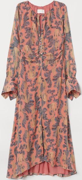 Sidenklänning i Korallmönster H&M Conscious Exclusive fram