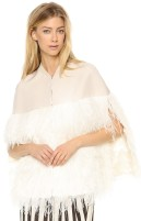 Lochan Ostrich Feather Cape i Cream By Malene Birger fram