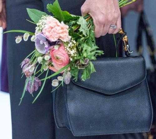 9 mars 2017 blommor och väska Sofia