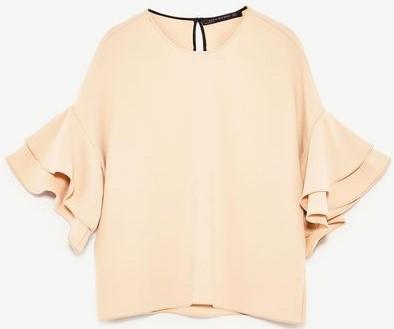 Topp med Volanger i Nude från Zara