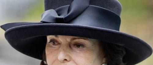 svart hatt stor rosett