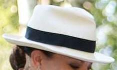 Vit hatt med svart band nr 2 lördag 22 augusti 2015
