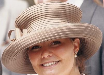 Cappuccinofärgad hatt