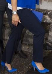Svarta eller mörkblå oidentifierade kostymbyxor Victoria sida