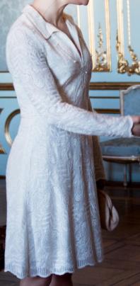 Vit spetsklänning sida