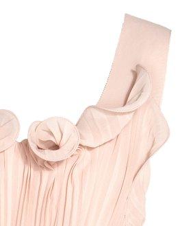 Plisserad Långklänning i Puderbeige H&M närbild