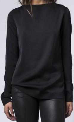 asami-blouse-i-svart-ahlvar-fram