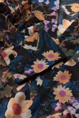 'Fally' Blouse i Multi Black Flower Gestuz närbild