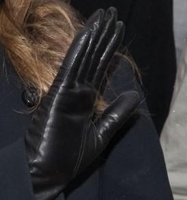 svarta-handskar-21-okt-2016-karlstad