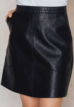 A-line Short PU Skirt i Black NA-KD sida