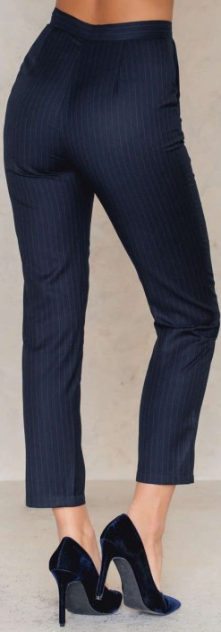 Highwaist Suit Pants i Pinstripe Navy NA-KD bak