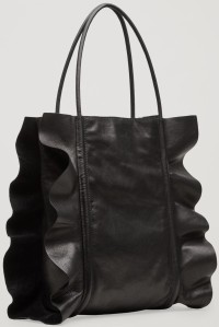 Ruffled Leather Shopper i Black COS