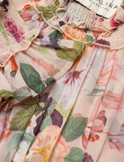 'Adriana' Dress i Sandy Blooms By Malina nära