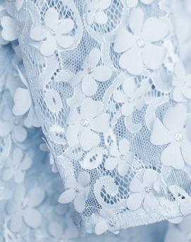'Gigi' Dress i 3D Pale Blue Ida Sjöstedt närbild